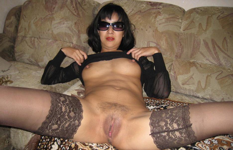 Femme coquine écarte les cuisses